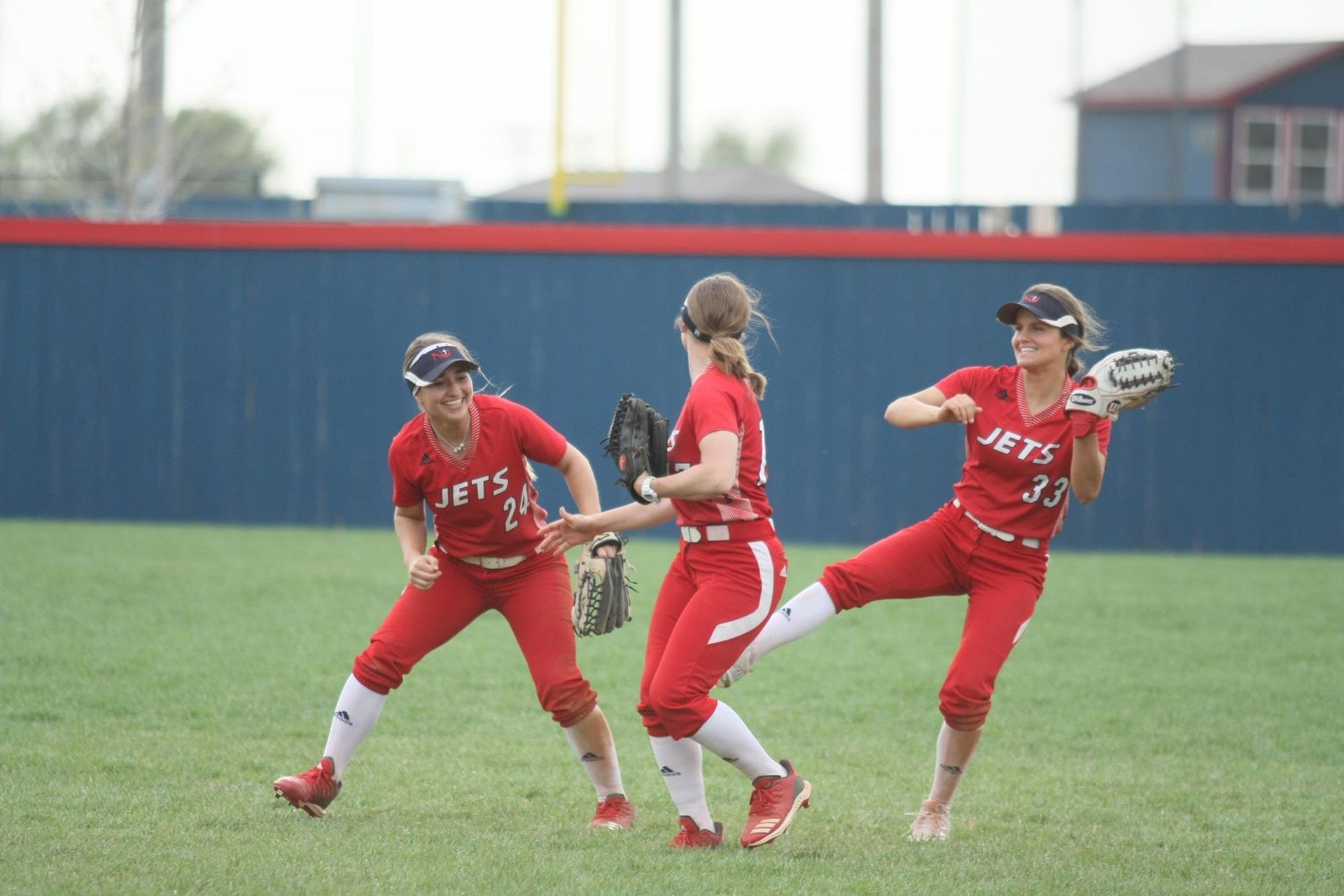 Softball closes season out with win over Tigers