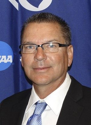 Former men's basketball coach to be honored