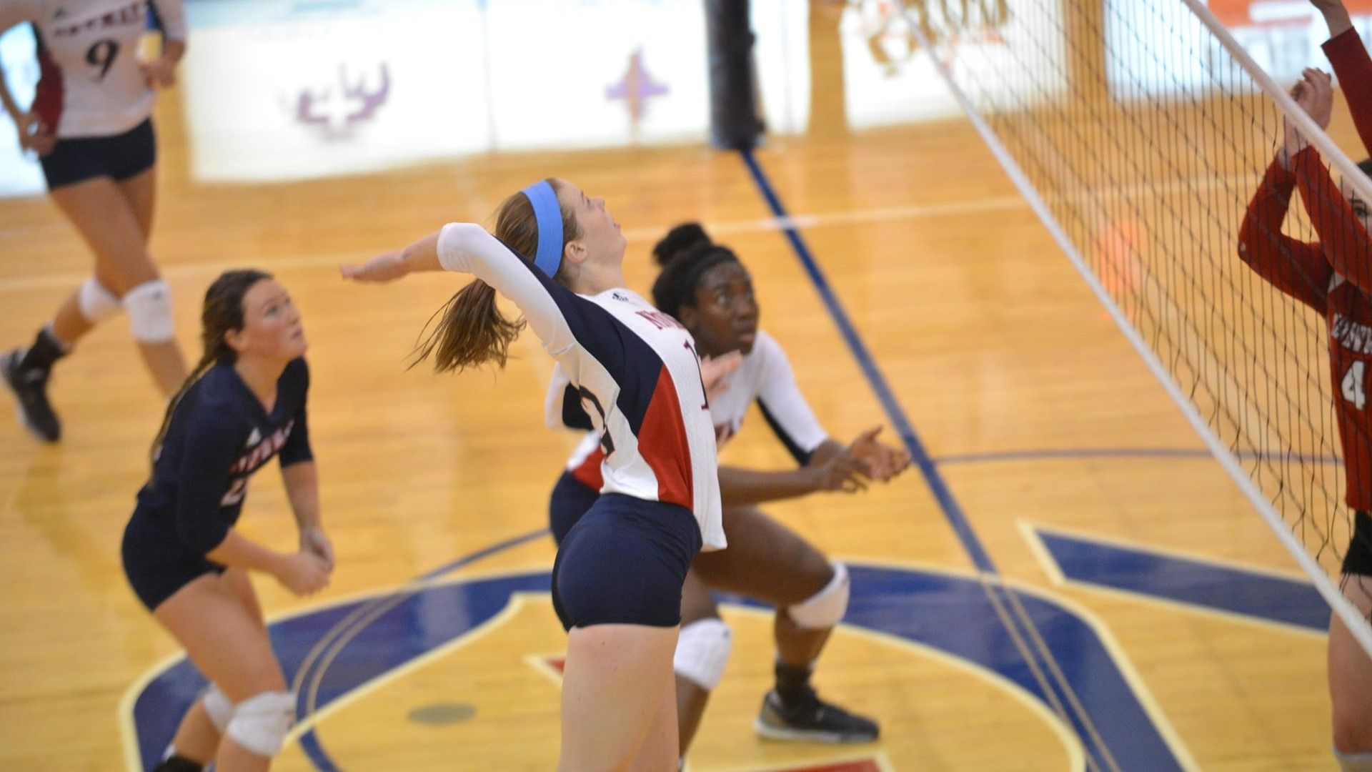 Volleyball senior receives conference awards
