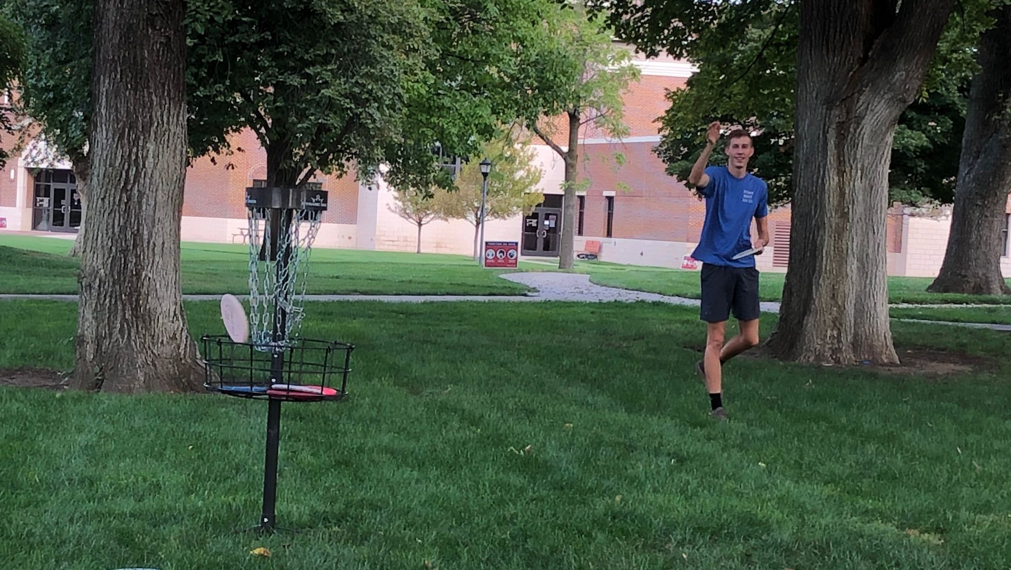 New campus club introduces Newman to disc golf